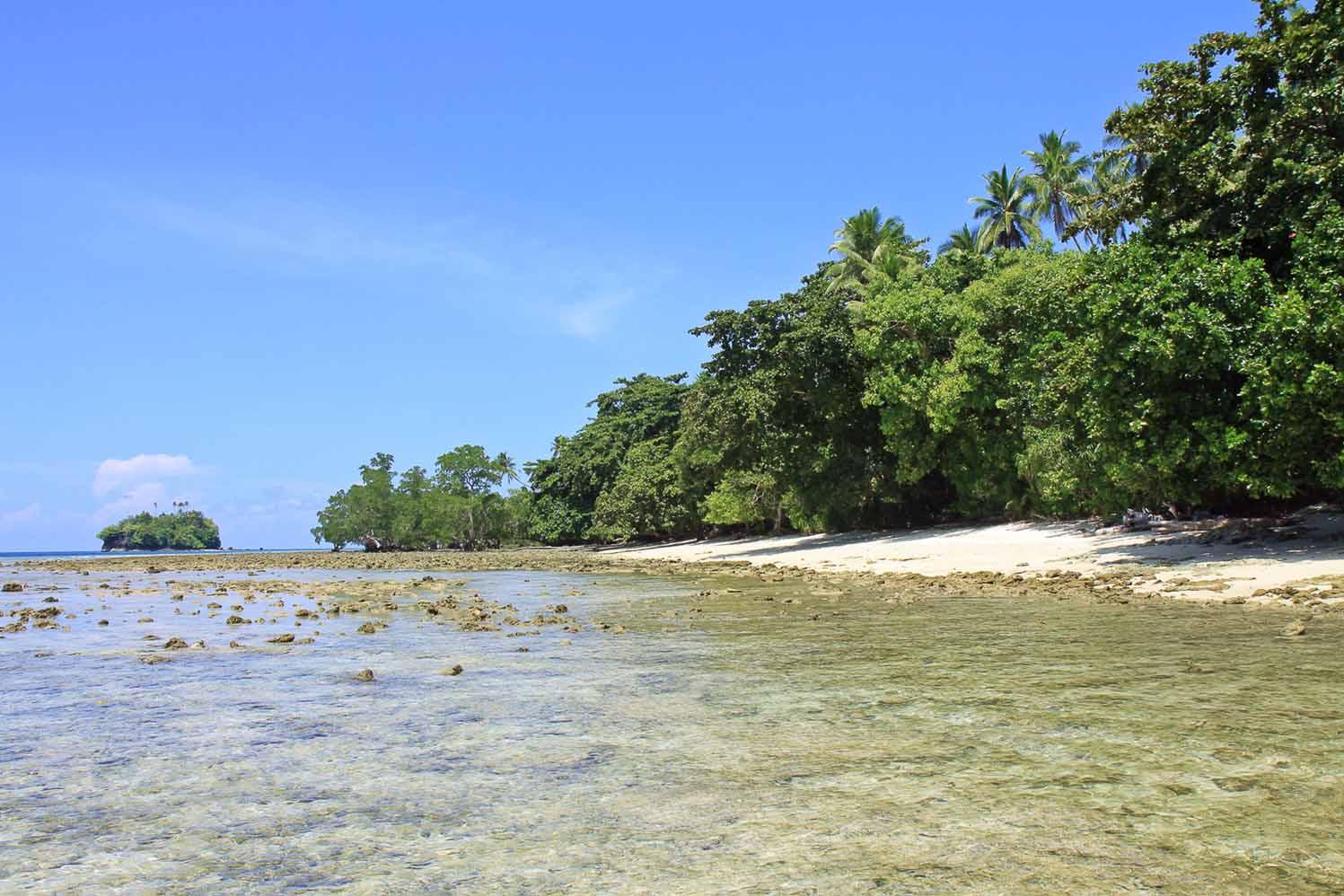 beach auf saparua