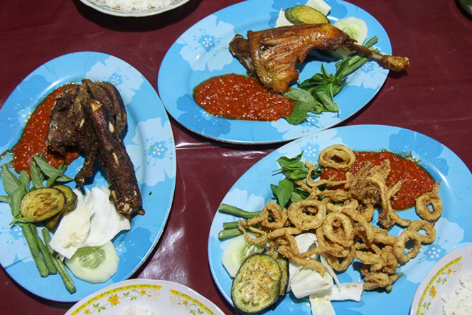 Großer Hunger Ente, Chicken und Cumi Cumi
