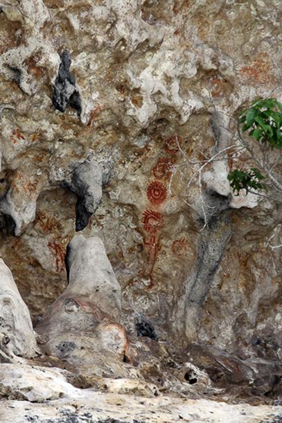 Antike Zeichnungen an Felswand
