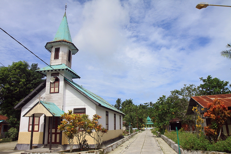 Ohoidertawun mit Kirche und Moschee