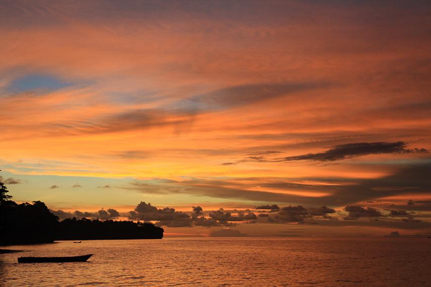 sunset auf pulau ay