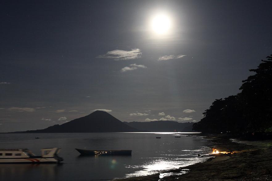 Vollmond auf Pulau Ay