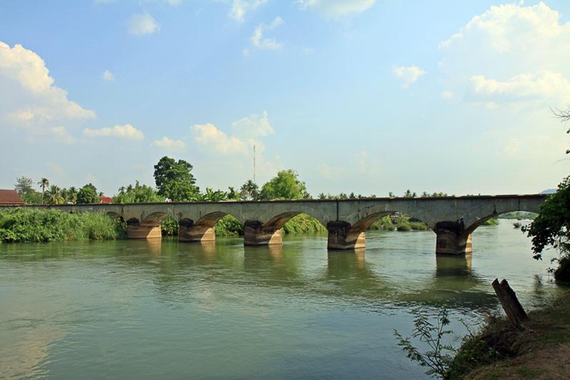 Alte französische Eisenbahnbrücke zwischen Don Det und Don Khon