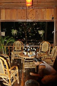 Fliegenterror am Abend im Restaurant