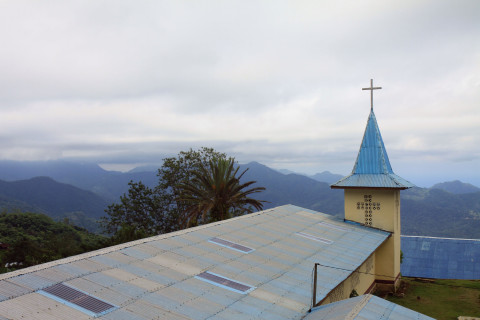 Kirche in einem Dorf am Kelimutu