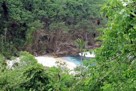 einsame Bucht auf Pulau Penida
