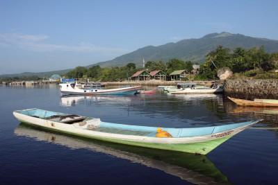 Warten auf mein Boot im Hafen von Baranusa