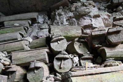 Särge in den Höhlen von Sagada